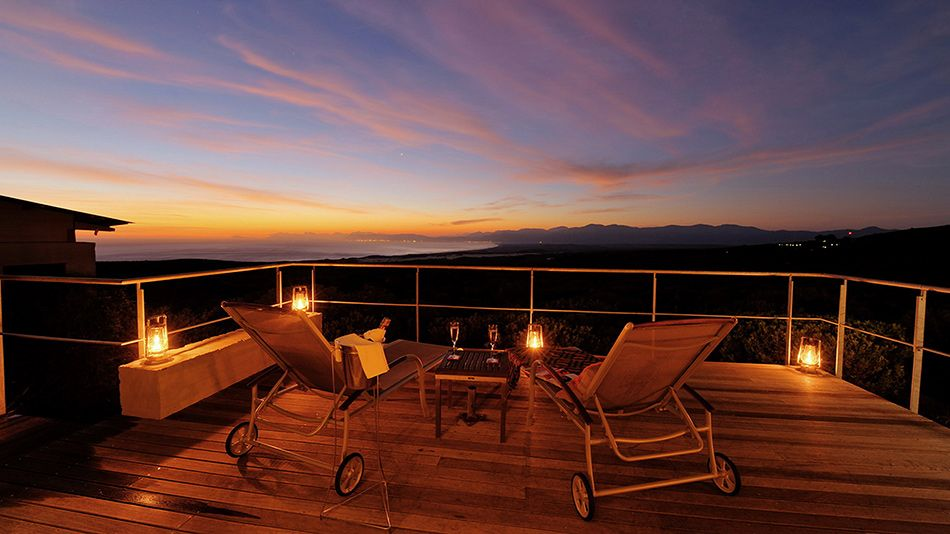 pic1375guests-can-appreciate-incredible-sunsets-from-private-deck-at-forest-lodge-lr
