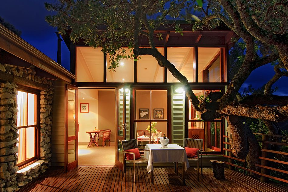 pic1384private-deck-of-classic-suite-at-night-lr