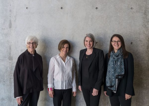 Da sinistra: Emily Rauh Pulitzer, Founder & Chair, Pulitzer Arts Foundation;  Sharon Hecker, International Expert on Medardo Rosso; Cara Starke, Director, Pulitzer Arts Foundation; Tamara H. Schenkenberg, Associate Curator, Pulitzer Arts Foundation