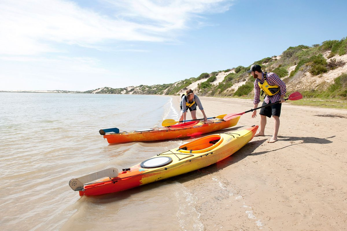 Canoe-the-Coorong