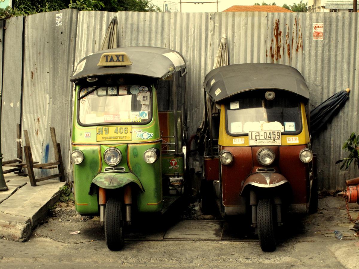 09-bangkok_il-riposo-dei-tuc-tuc