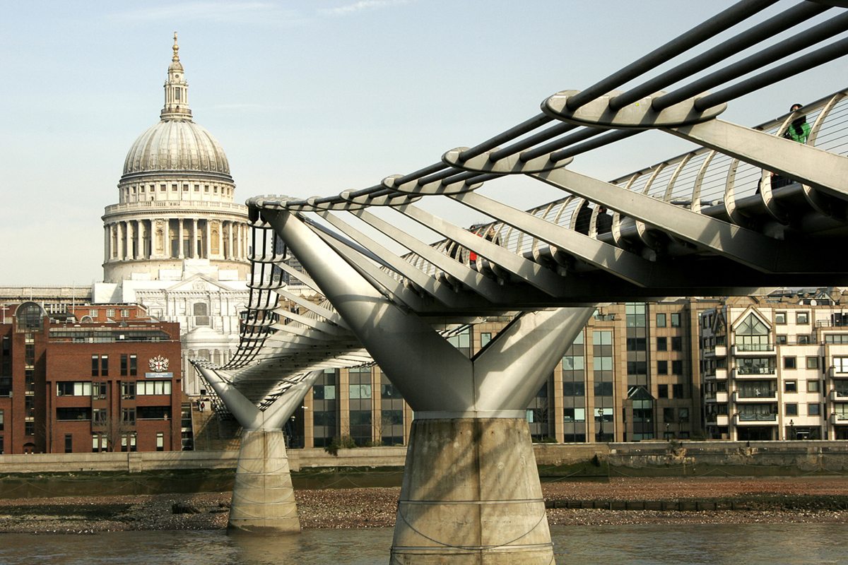 Millenium Bridge fra Tate Modern e St Paul's Cathedral