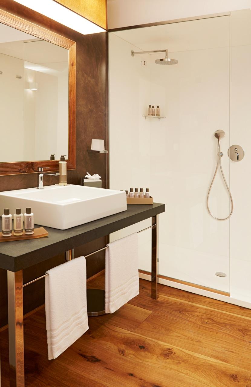 nira-montana_bathroom-rgb_0