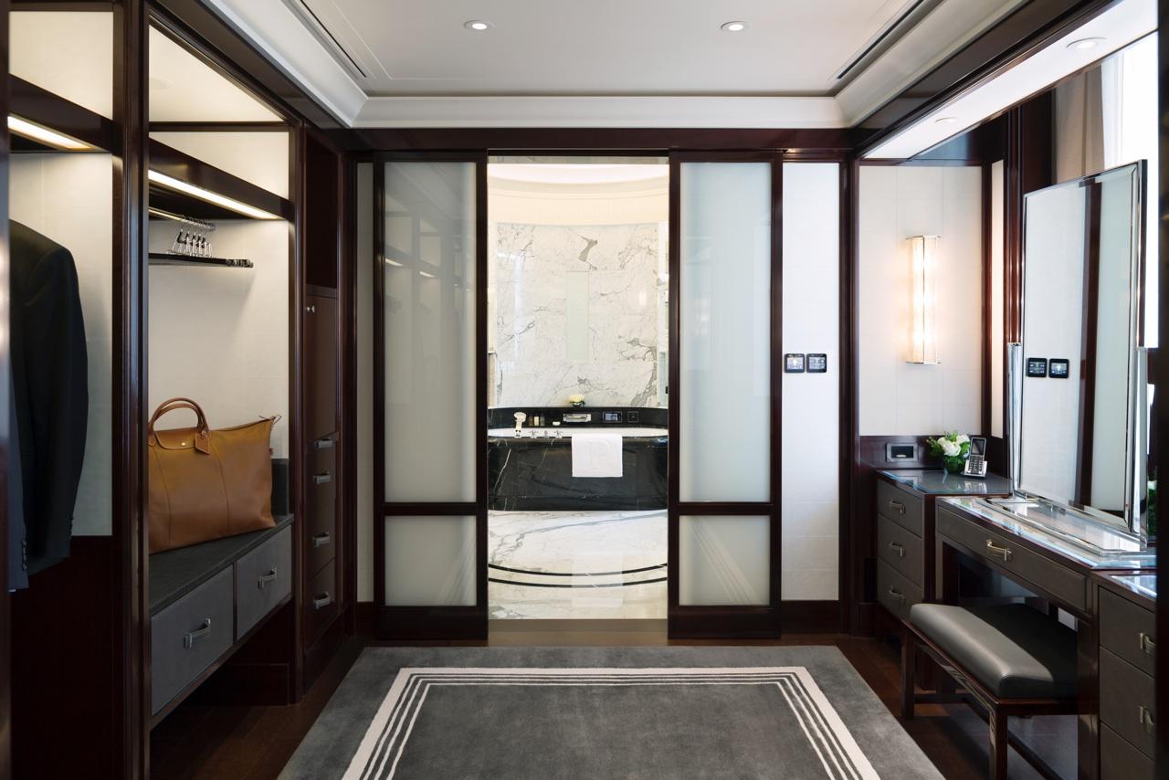 deluxe-suite-dressing-room1