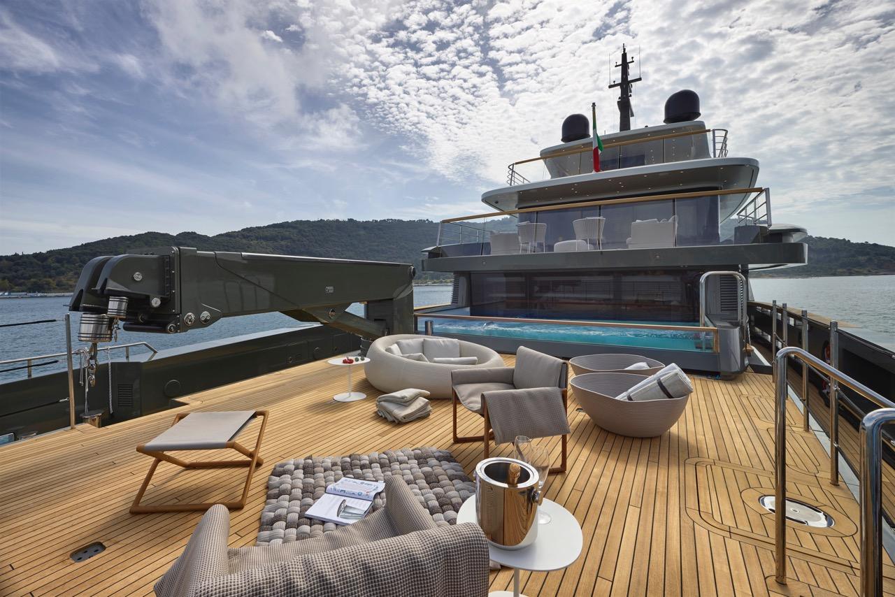 04-sanlorenzo-460exp-main-deck