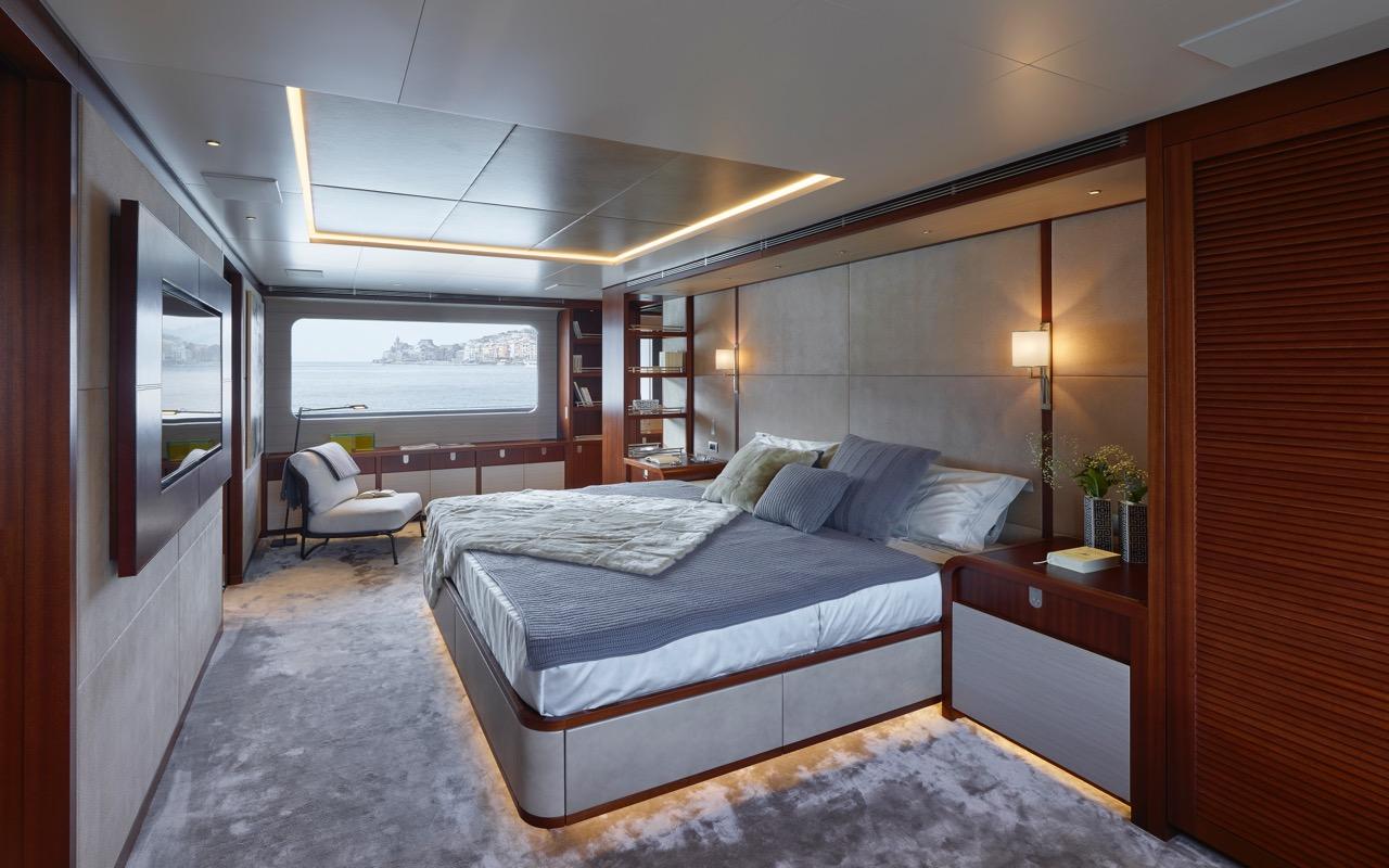 06-sanlorenzo-460exp-owner-cabin