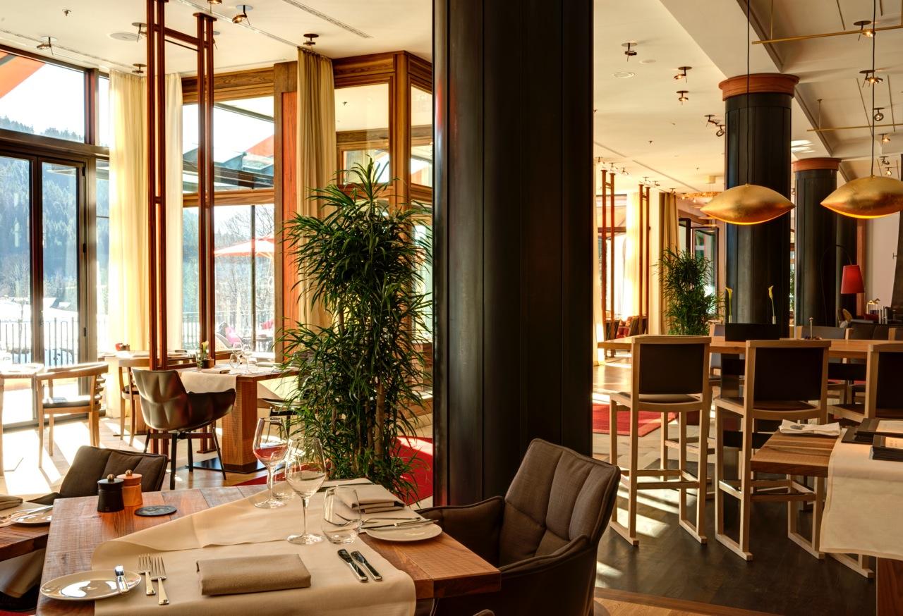 retreat-lobby-dining-_dsc5225_6_7_fused