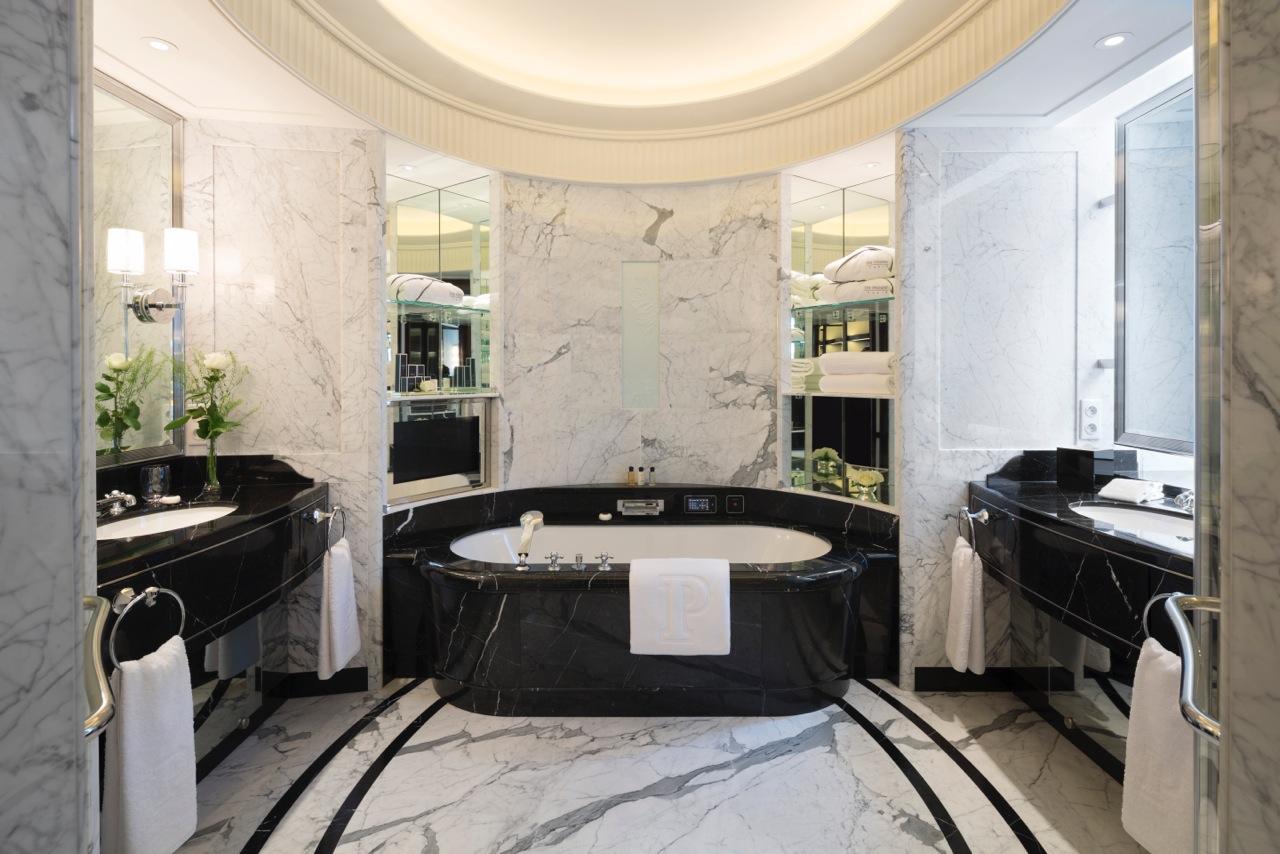 deluxe-suite-bathroom-335346