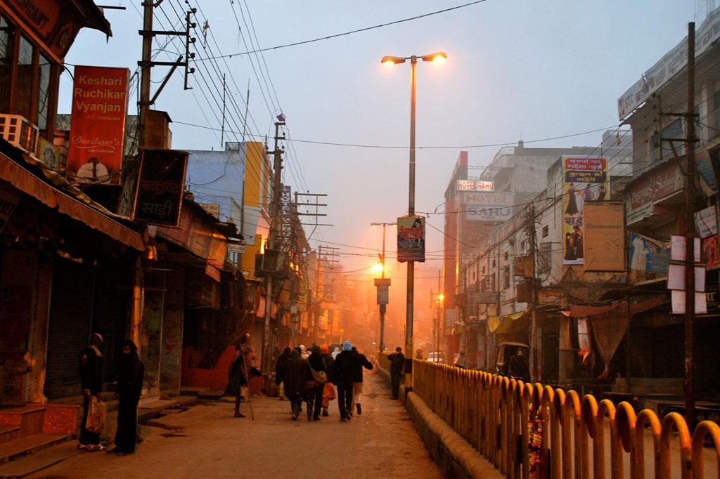 Primi turisti verso il Gange
