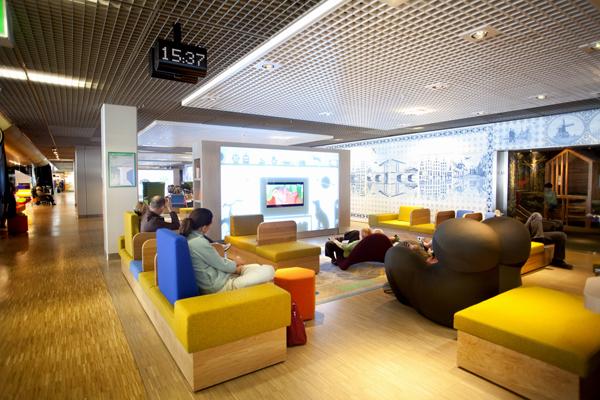 La lounge d'attesa all'aeroporto di Shiphol, Amsterdam