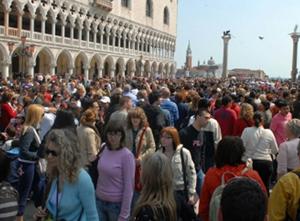 turisti-in-piazza-san-marco-venezia