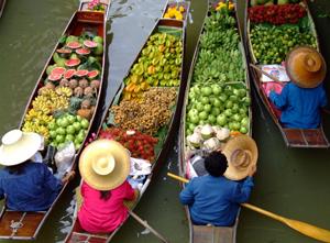 floating-market-in-Bangkok-Thailand-tours-tips