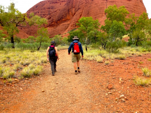 Graham e Sherry Ott durante il trekking a Kata Tjuta, Northern Territory, Australia.