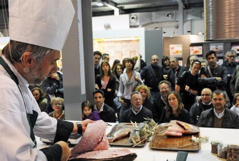 Cesare_Carbone_olio.pesce_show.cooking