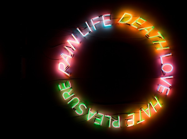 Bruce-Nauman,-Life,-Death,-Love,-Hate,-Pleasure,-Pain,-1983.-Collection-Museum-of-Contemporary-Art-Chicago;-Gerald-S.-Elliott-Collection.-Photo-Nathan-Keay,-©-MCA-Chicago.-Exhibition-copy -from-Museum-of-Contemporary-Art-Chicago-copia