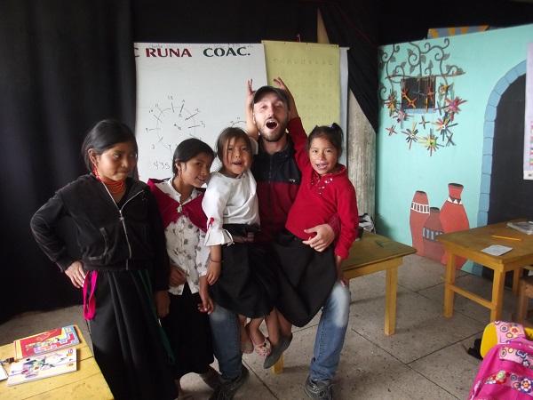 Andrea con i bambini della Katitawa Escuela