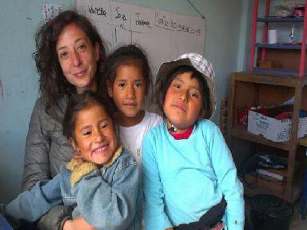 Laura con i bambini della Katitawa Escuela