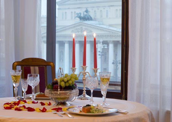 Una suite del Metropol Hotel di Mosca con vista sul Bolshoi