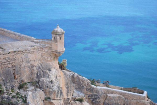 Alicante, particolare del Castillo de Santa Barbara e vista sul mare, @FrancescaMasotti