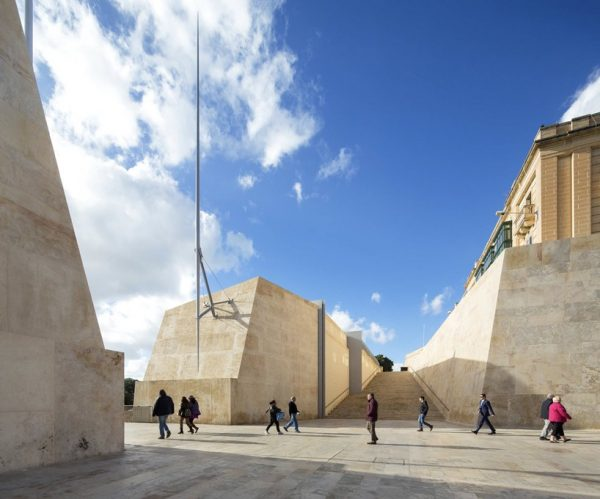 renzo-piano-valleta-city-gate-malta-designboom-101-818x680