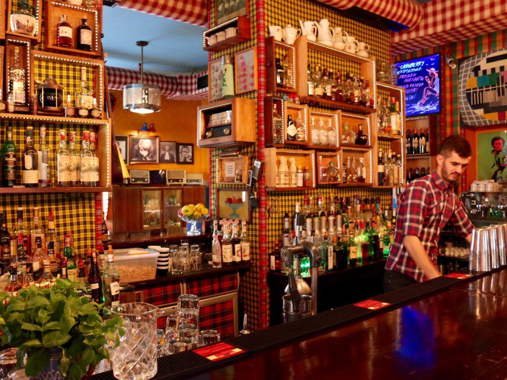 Bartender-Radio-Tirana-50bb9bd716c9