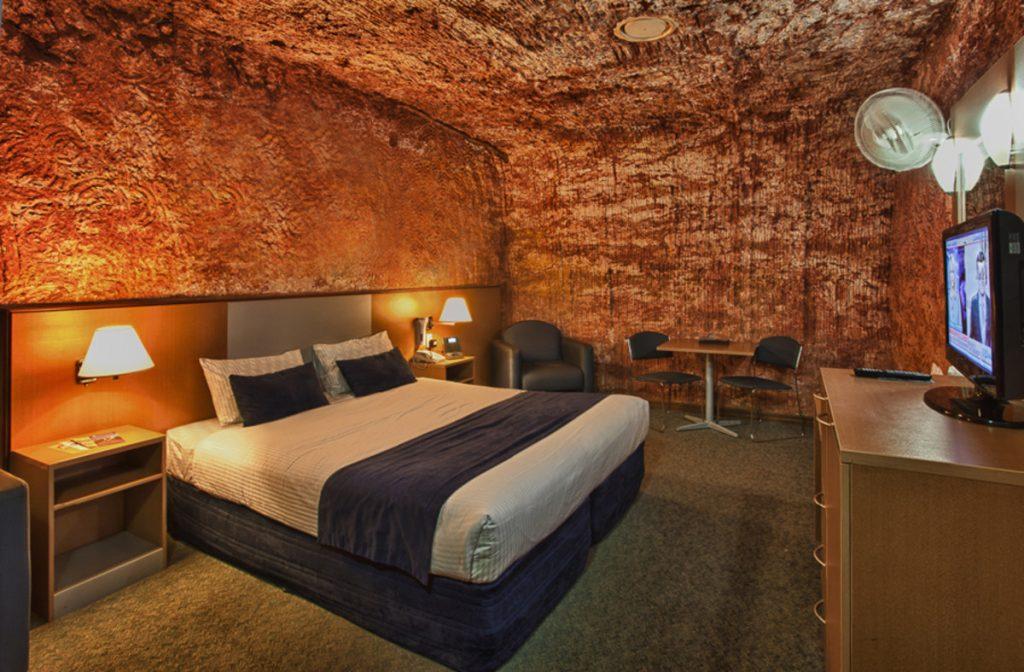 coober-pedy-desert-cave-hotel-bedroomjpg