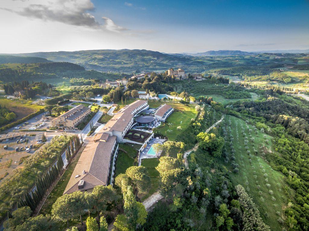 Il borgo di Castelfalfi con, in primo piano, l'hotel cinque stelle Castelfalfi-Tui Blue Selection