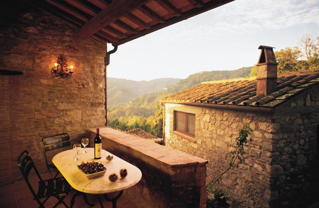 Borgo Giusto aperitivo nel portico