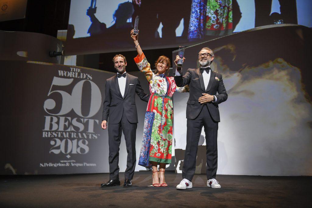 Massimo Bottura con la moglie Lara Gilmore alla premiazione della loro Osteria Francescana come miglior ristorante del mondo