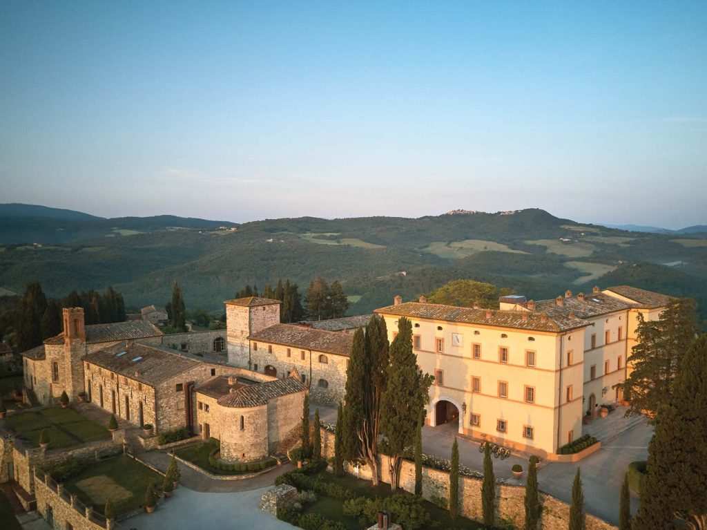 Il castello di Casole, tra le colline senesi, recente acquisizione del portfolio Belmond. Era la casa di vacanze di Luchino Visconti