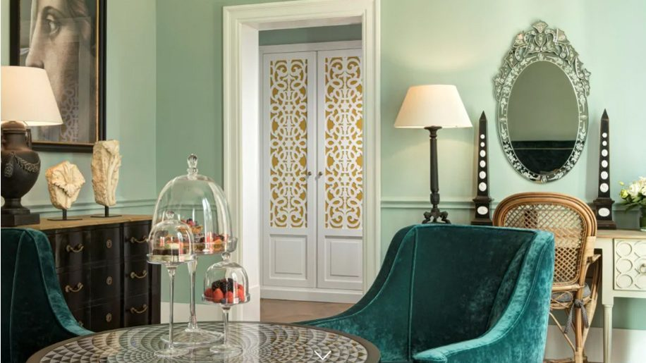 Hotel-de-La-Ville-e1542105684218-916x515