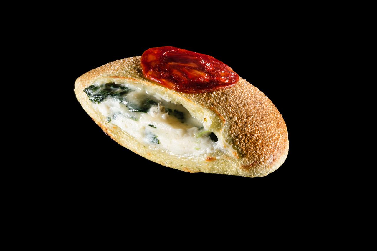 Masscalzone ai 4 formaggi. Foto di Brambilla Serrani