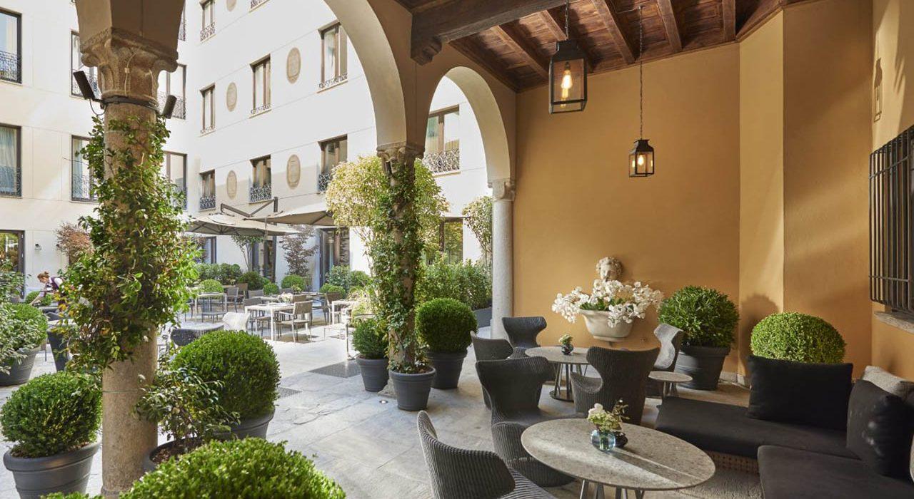 milan-mandarin-bar-courtyard-1280x700
