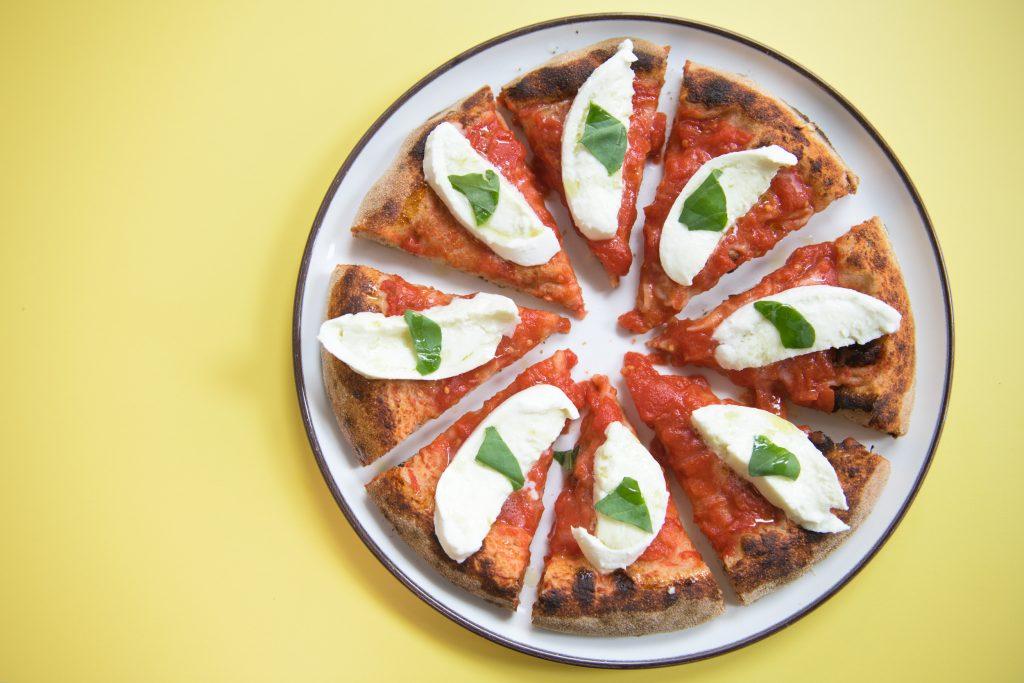 La pizza artigianale di Berberè nel nuovo locale di Milano. Foto @RbertaSardi, Studio Wood