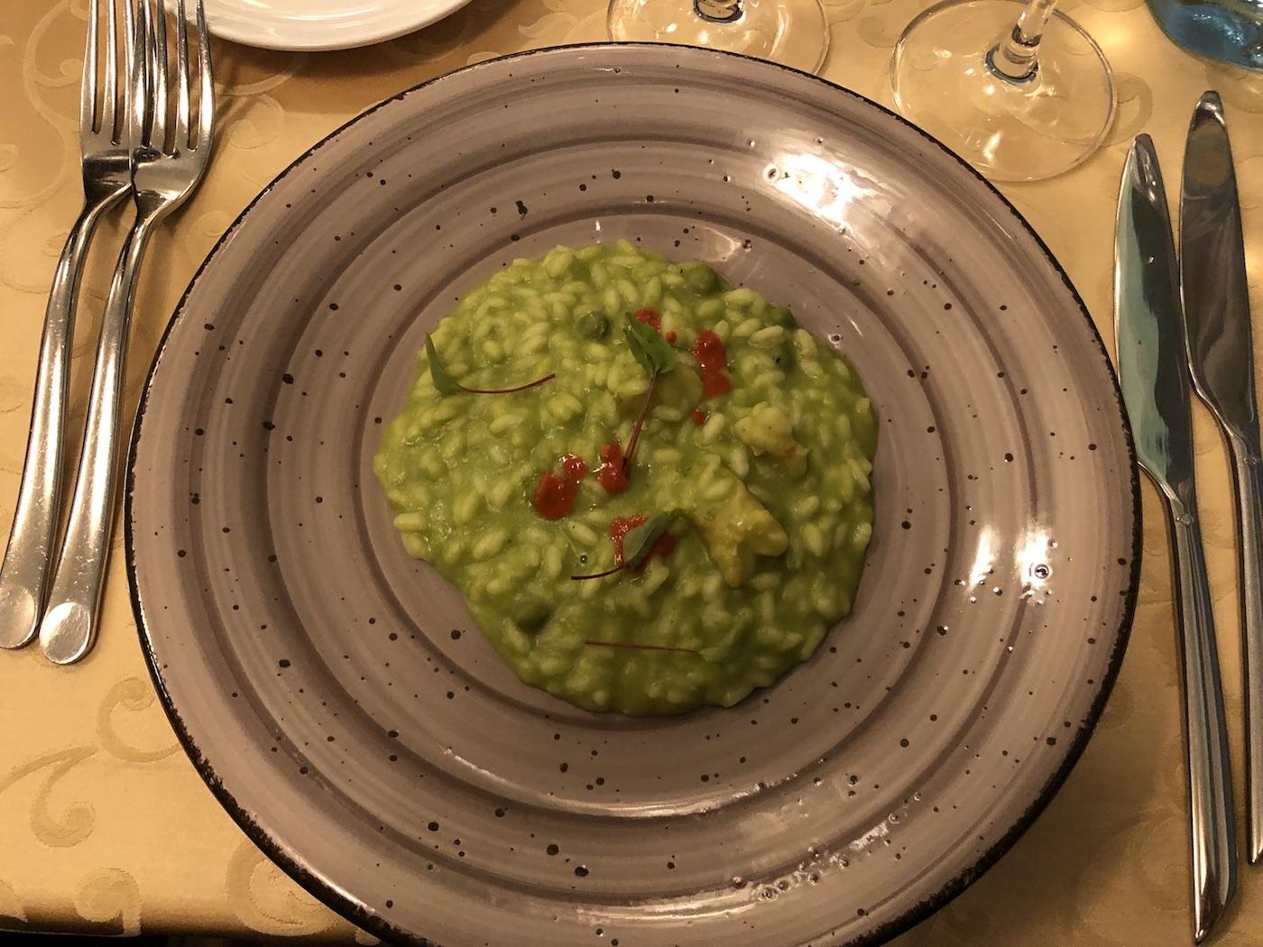 Il risotto con crema di piselli del ristorante Rizibizi