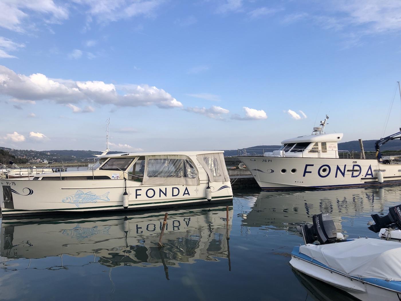 Le barche dell'allevamento ittico Fonda