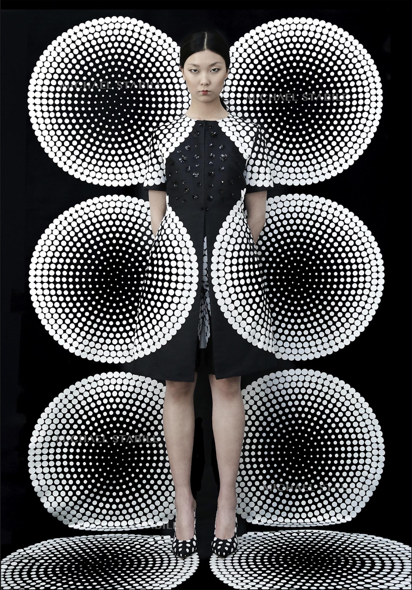 """""""Pois black white - Geometria"""" (2016) di MIchael Stabile, in mostra al nhow Milano"""