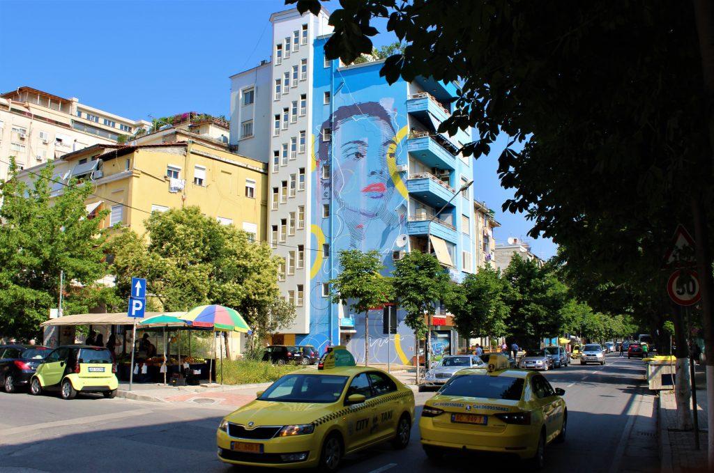 Murale di Chekos'Art a Tirana realizzato durante la prima edizione del MurAL Fest nel 2018  ©Francesca Masotti
