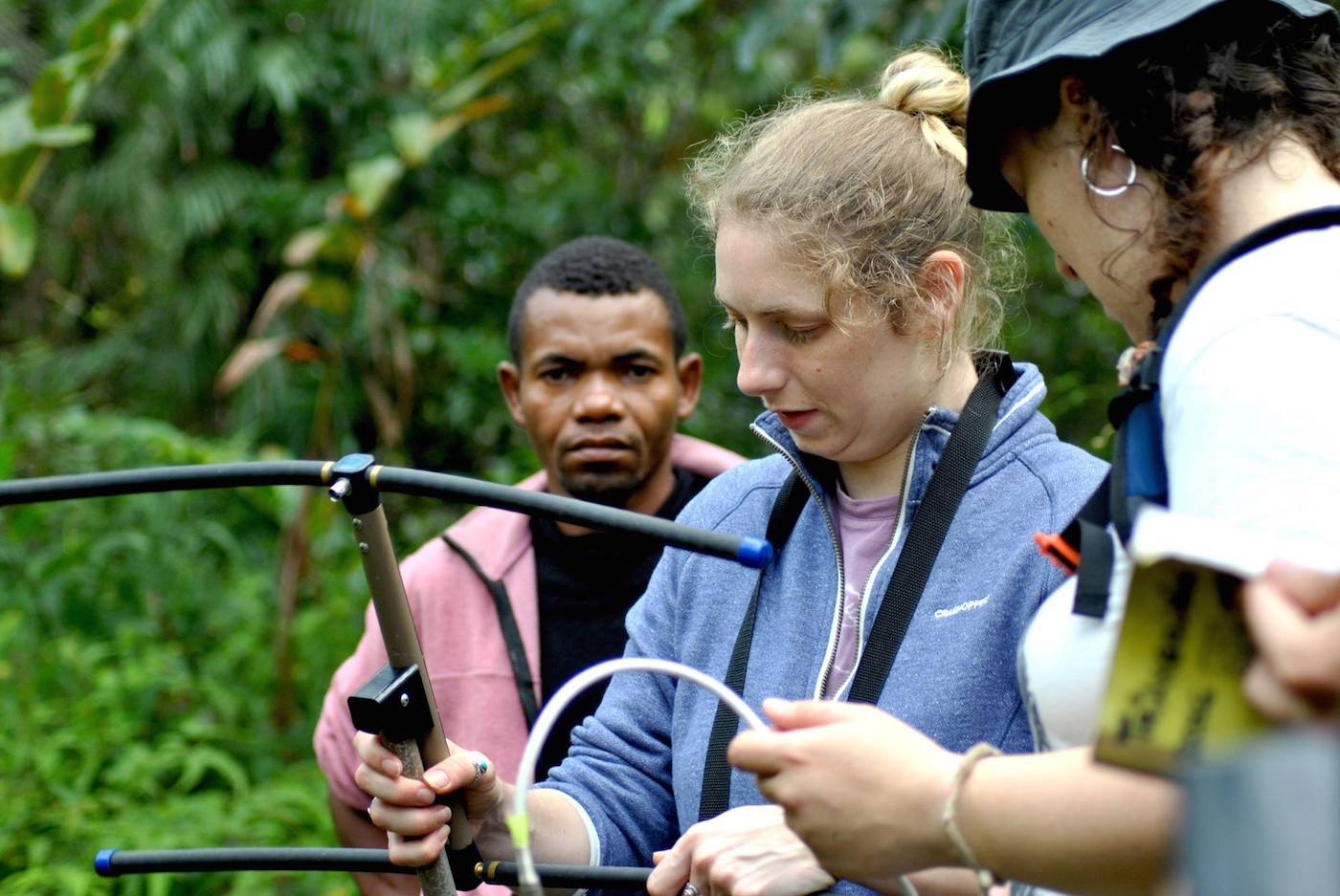 La dottoranda Rachel Sawyer in Madagascar insieme alla guida Laviky - foto Silvia Battisti