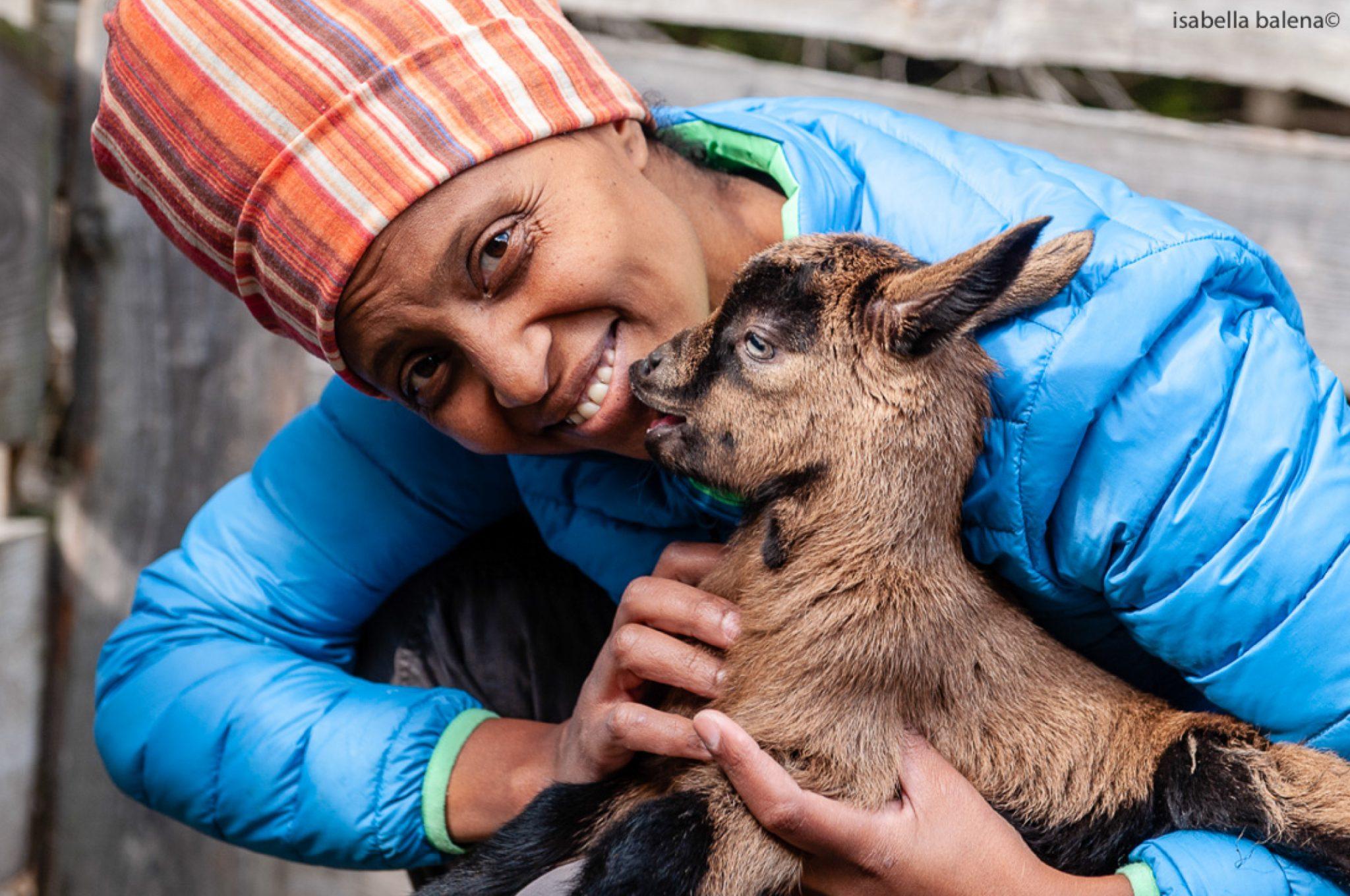 Agito Ideo Gudeta è una allevatrice etiope che vive in Trentino da diversi anni per portare avanti la sua passione: salvare dall'estinzione la capra Mochena. È una delle protagoniste del convegno Coltivare Custodire, il 31 maggio e 1° giugno, tra Alba e Pollenzo.