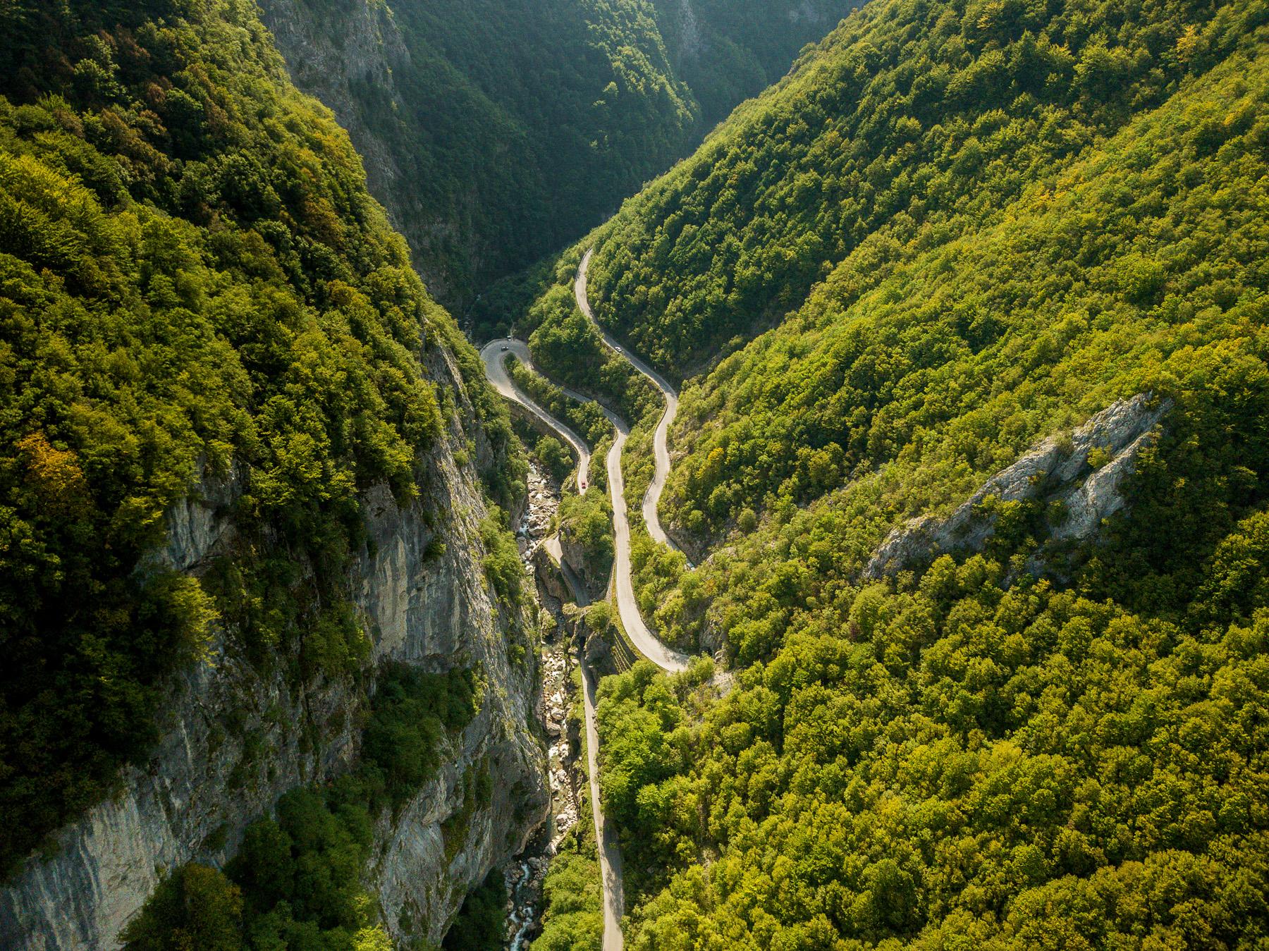 Tornanti nella Valle di Rugova, ©Dini Begolli