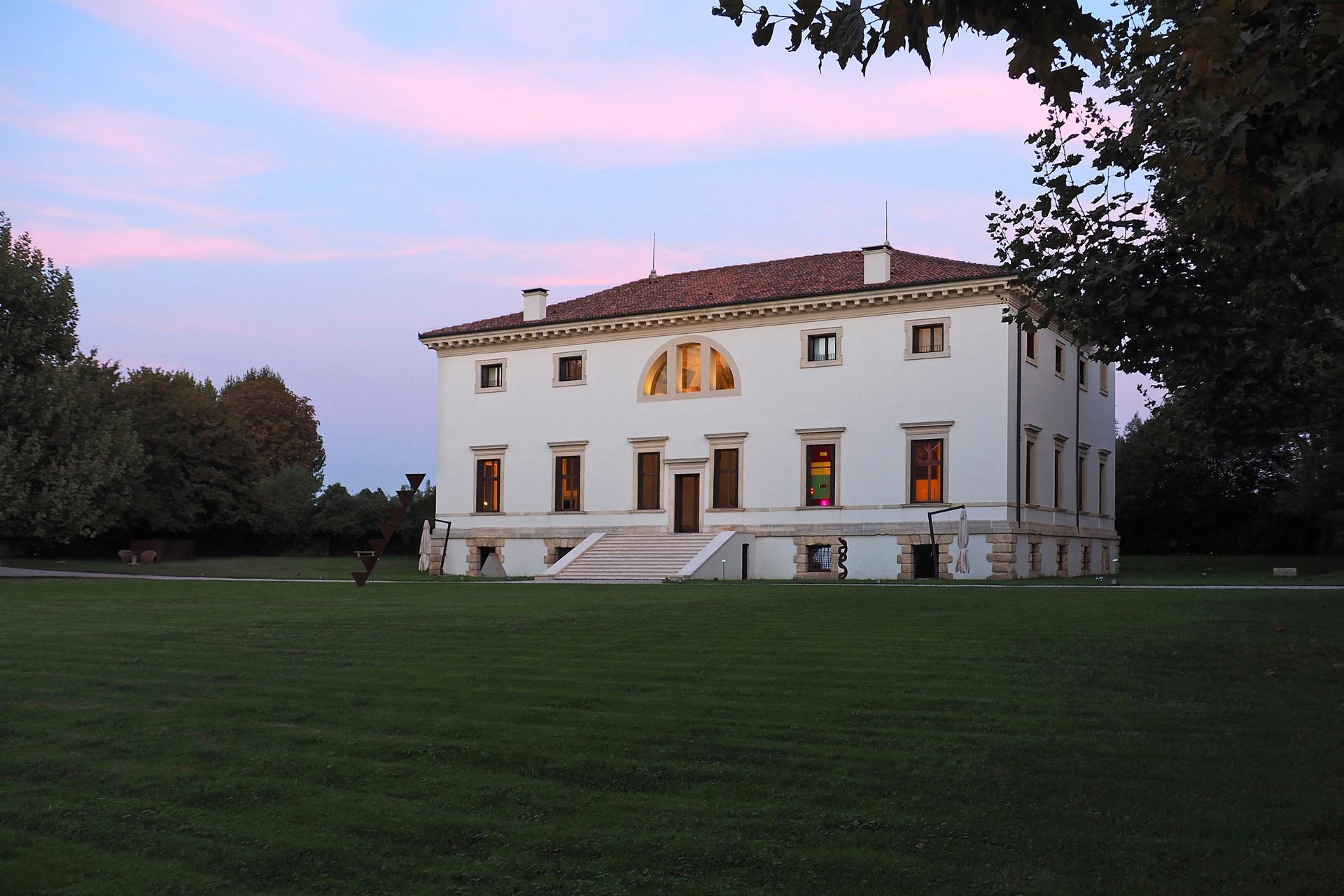 Villa Pisani is near Vicenza, a city of Veneto with some of the masterpiece projects by Andrea Palladio, the famous Italian XVI century architect. The villa is now a museum with two design suites on the top floor