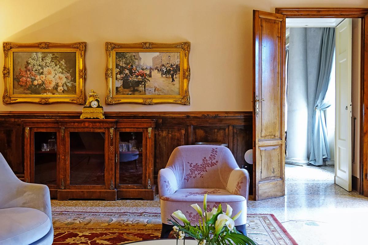 The ancient syle interiors of Villa Passalacqua. Photo @GianmarioMarras