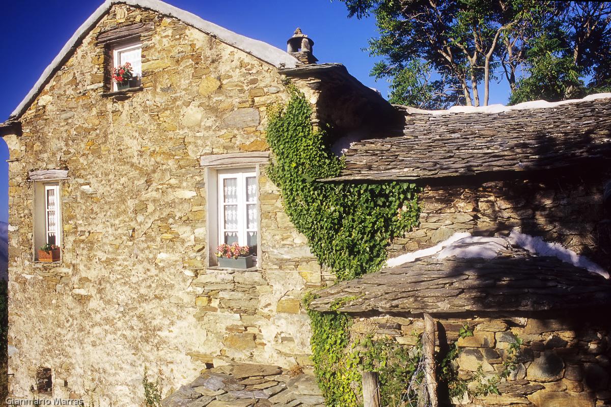 La Ferme di Campo di Monte ricavata da una fattoria in pietra a secco