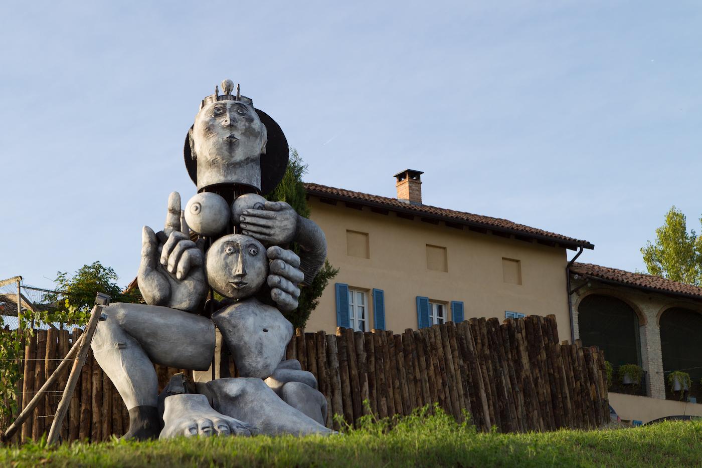 """""""Madre natura"""" di Emanuele Luzzati nell'Art Park La Court - foto Pistamiglio"""