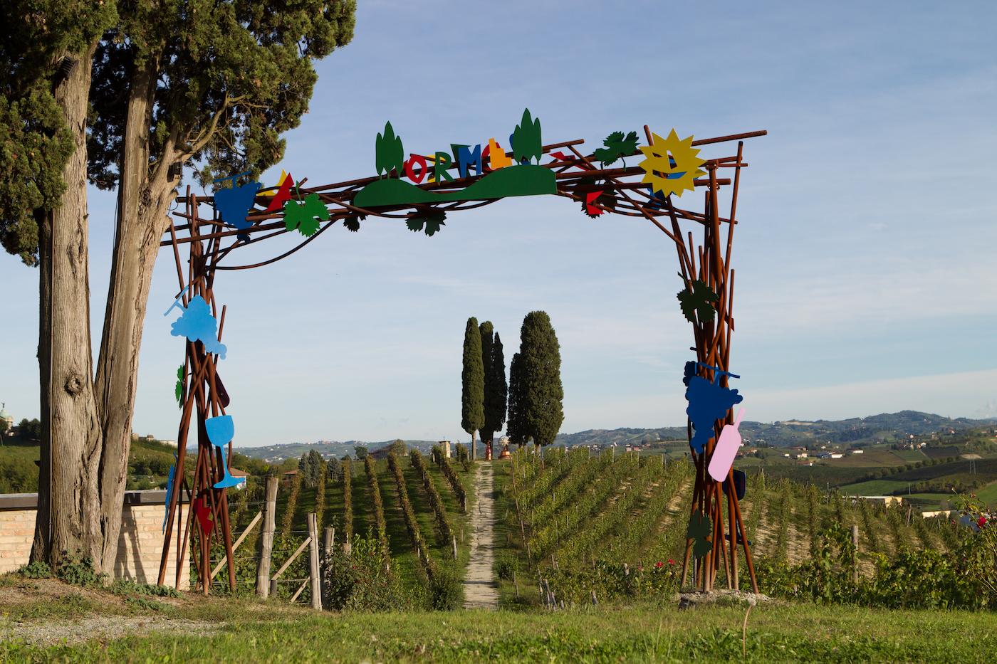 """La """"Porta"""" di Ugo Nespolo nell'Art Park La Court - foto Pistamiglio"""