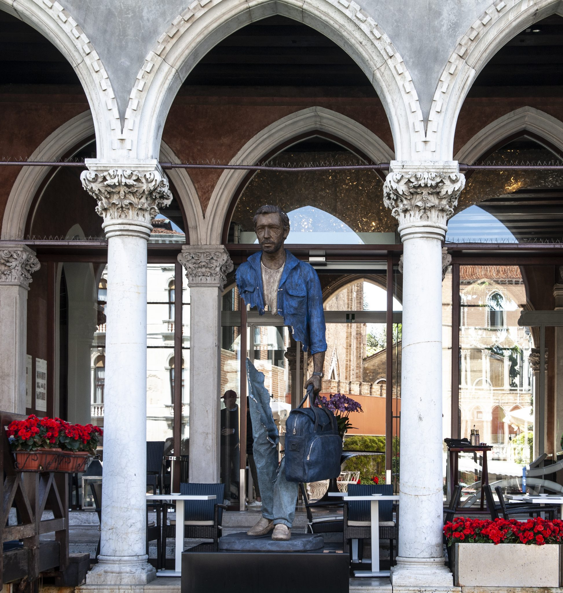 Blue de Chine Bruno Catalano_ Galleria Ravagnan_ Sina Centurion Palace 2
