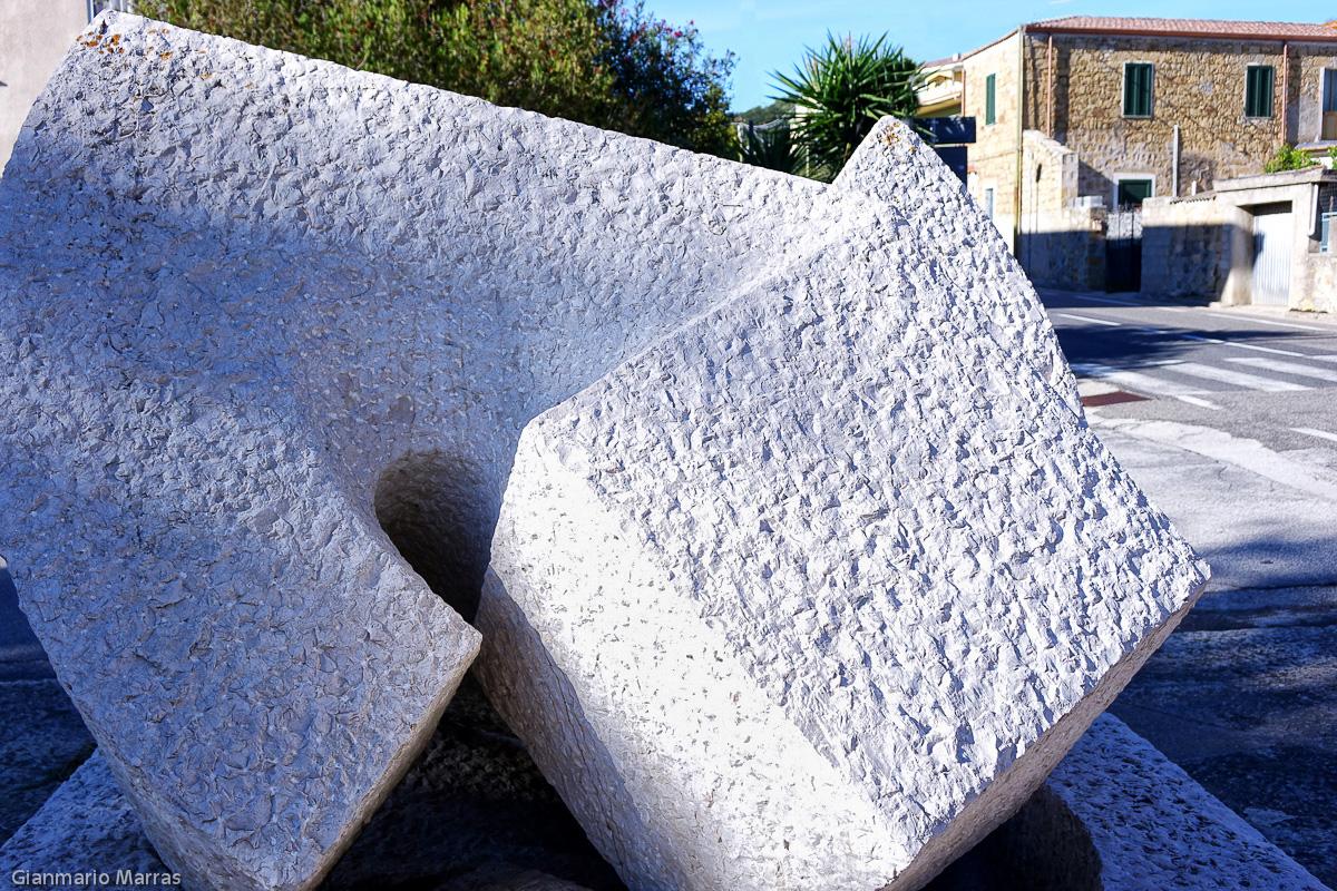 Monumento a Gramsci di Giò Pomodoro