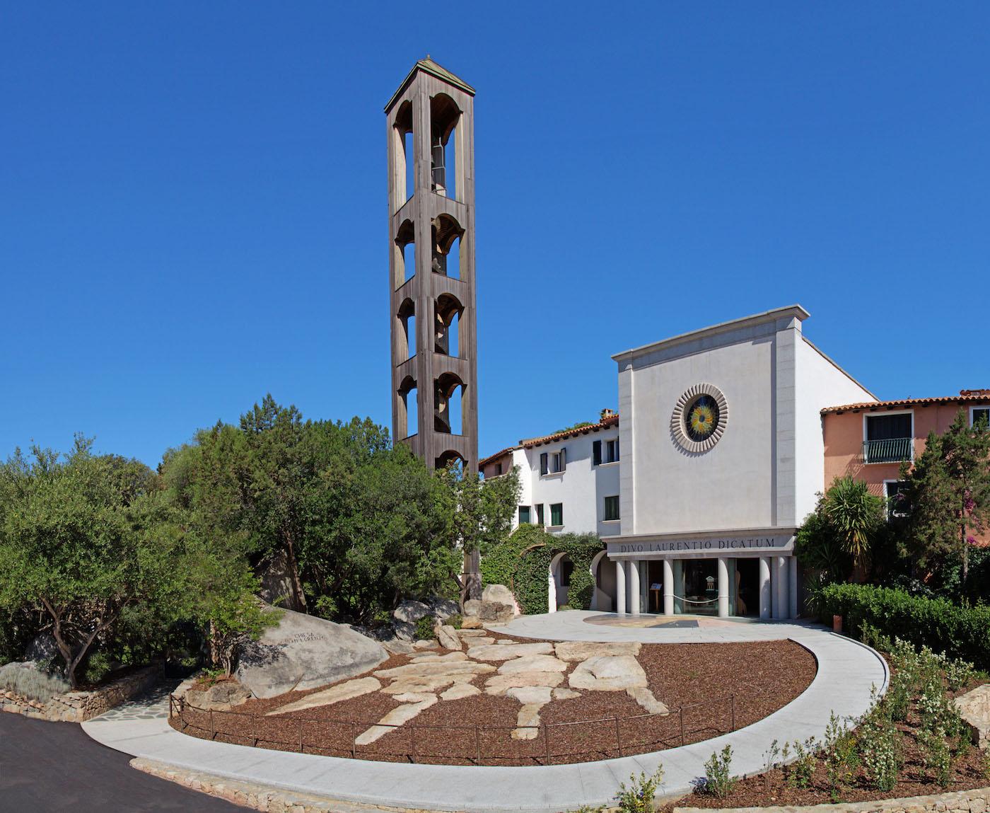 Il retro della chiesa di San Lorenzo a Porto Rotondo - foto Fondazione Porto Rotondo