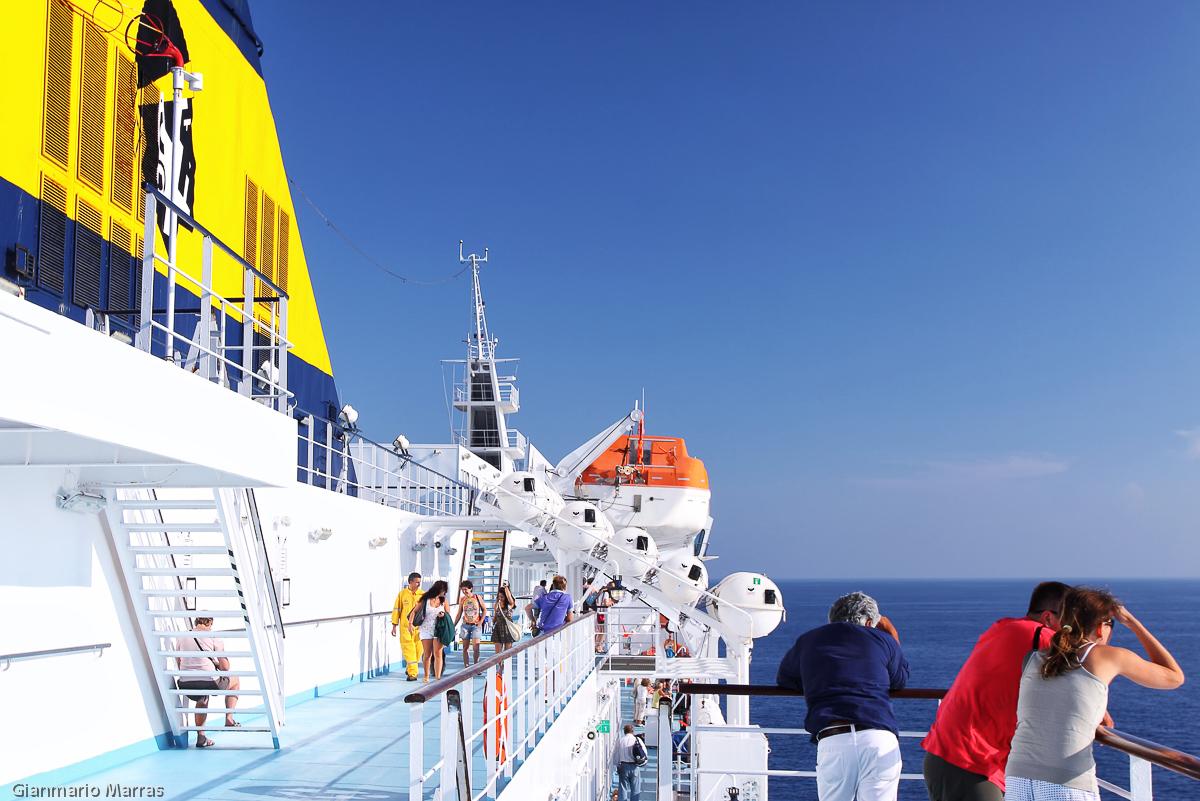 Sul Traghetto Sardinia Ferries in arrivo a Golfo Aranci